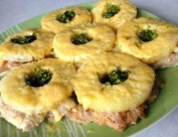 Миниатюра к статье Куриные отбивные с ананасом и сыром