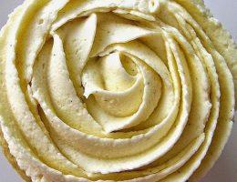 Миниатюра к статье Один из лучших рецептов крема для украшения тортов, капкейков!