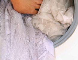 Миниатюра к статье Как правильно стирать тюль и другие нежные ткани