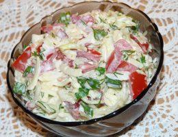 Миниатюра к статье Салат » Капустный » с помидорами и сыром.