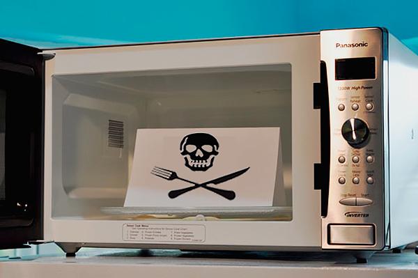 микроволновая печь пищит сама по себе